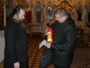 Фото: На Полтавщині напередодні Різдва рятувальники почали перевірку церков