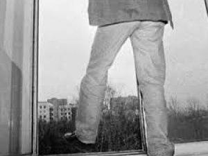 Фото: У Полтаві пенсіонер вистрибнув із 3-го поверху