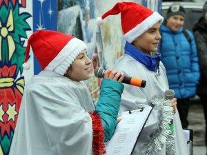 Фото: У Полтаві на Алмазному ялинку закрили піснями та конкурсами (+ фото)