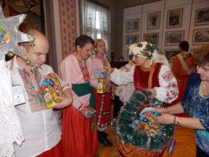 Фото: Для полтавців з особливими потребами влаштували «Маланчині вечорниці» з костюмами та ворожінням (фото)