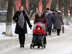Фото: Полтава 15 січня: ковзанка на вулицях міста та ялинки біля сміттєвих баків (фото)