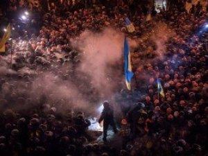 Фото: Рада офіційно закрила очі на побиття людей та журналістів під час розгонів Євромайдану