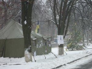 Фото: Євромайдан у Полтаві: готуються до Народного віча та збирають цибулю