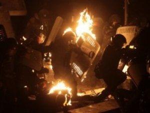 Фото: У Києві під час штурму на Грушевського постраждало 30 військовослужбовців