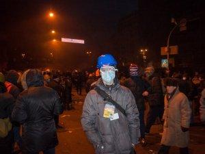 """Вечір у столиці: """"Беркут"""" зустрічали з катапультою та """"коктейлями Молотова"""" (фото та відео)"""