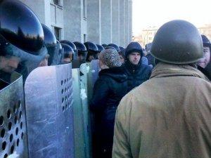 Фото: У Полтаві усіх силовиків мобілізували, районні адміністрації також перестраховуються