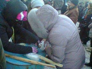 Фото: Мітингувальники у Полтаві просять підмоги у мороз: гарячий чай та бутерброди