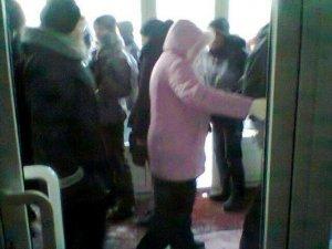 Фото: Захоплення Полтавської облради: полтавців запрошують ночувати у будівлю