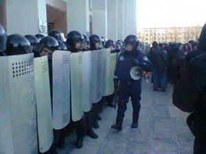 Фото: Луганські євромайданівці закликають своїх силовиків не їхати до Полтави