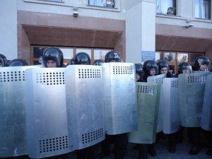 Фото: Другий день штурму Полтавської ОДА: захопили облраду. Фоторепортаж