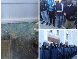 Фото: Міліція уже розслідує факт захоплення Полтавської облради