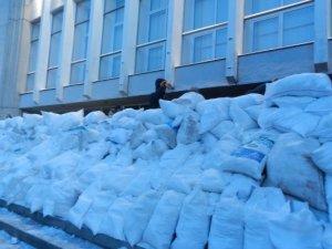 Фото: Фоторепортаж. Події після захоплення будівлі Полтавської облради
