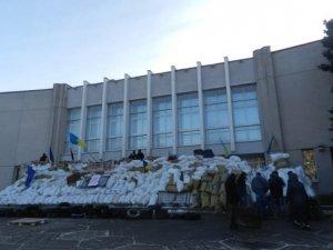 Фото: Барикади на Полтавській облраді: ранок 27 січня (фото)