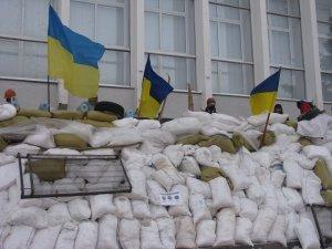 """Фото: У Полтавській обласній раді відбили атаку """"тітушок"""" - провели навчання"""