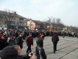 Фото: Политолог Андрей Окара. Украина и вправду расколота — на люмпенов и людей с чувством собственного достоинства
