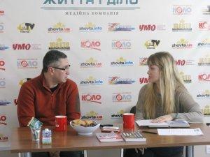 """Фото: Вахтанг Кіпіані у Полтаві шукав авторів для """"Історичної правди"""", презентував книги та відвідав місцевий Майдан"""