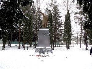 Фото: Фото зруйнованого пам'ятника Леніну у Гребінці