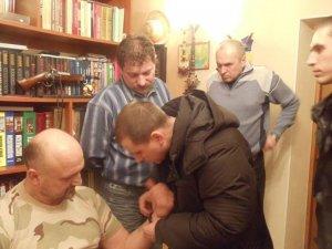 Фото: Активіст полтавського майдану Ворона поділився враженнями  від носіння електронного браслету  (фото)