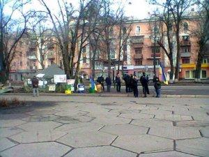 Фото: У Полтаві майданівці звільнили приміщення обласної ради
