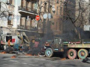 Фото: У Києві сутички демонстрантів з правоохоронцями продовжуються: про статистику постраждалих (+фото)