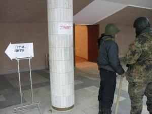 Фото: Полтавські майданівці розповіли про стан будівлі обласної ради, яку вони залишили