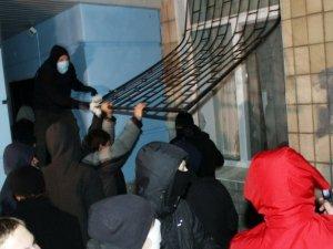 Як у Полтаві розбомбили офіс Партії Регіонів. Фотоогляд