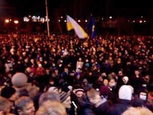 Фото: Євромайдан увійшов до міської ради Полтави