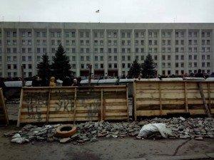 Фото: Полтавські майданівці поговорили про пам'ятник Леніну і рушили на панахиду за загиблими в столиці