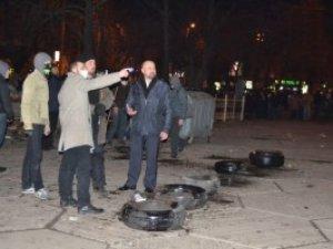 Фото: На полтавському Євромайдані не вирішать валити пам'ятник Леніну чи ні