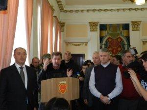 Фото: Фоторепортаж з сесії Полтавської міськради: люди досі не відпускають мера Мамая