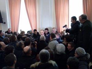 Фото: Мера Полтави не відпускають з мерії, нардепи готують перевибори міського голови
