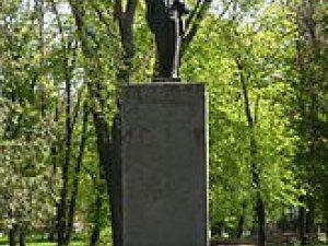 Фото: У Опішні Ленін простоїть до завтра
