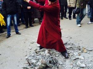 Фото: У Кобеляках священик розбив Леніна (фото)