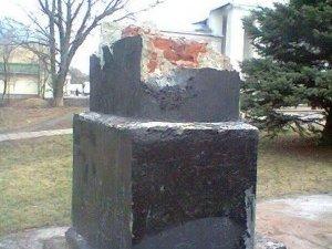 Фото: Замість зваленого Леніна в Машівці хочуть встановити Героїв Майдану або Шевченка