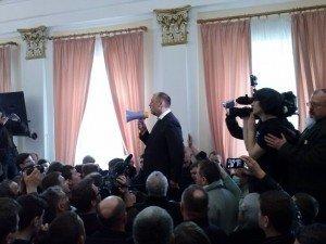 Фото: Мер Полтави збирається  звернутись до міліції та ветувати рішення позачергової скандальної сесії