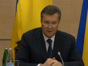 Фото: Янукович назвав нинішню владу України нелегітимною