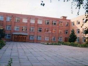 Фото: На території полтавської школи  знайшли  труп: правоохоронці шукають свідків події