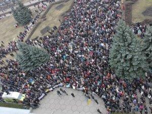Фото: Відео. У Полтаві на Недільне віче 2 березня прийшли тисячі людей