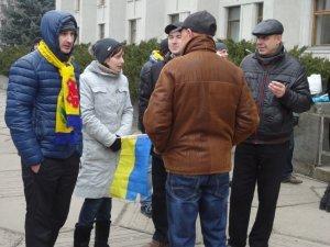 Фото: Масштабне віче у Полтаві проти війни і за солідарність з Кримом. Репортаж