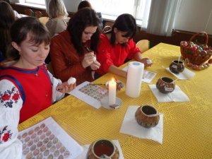 Фото: У педагогічному університеті Полтави провели майстер-класи з канзаші, хурдангеру та інших мистецтв