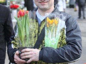 Полтава у переддень 8 Березня: чоловіки розкуповують квіти (фото)