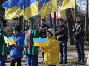 Фото: Міська влада з полтавцями принесли квіти до пам'ятника Шевченку (фоторепортаж)