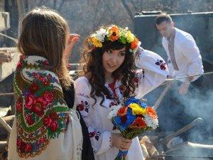У Полтаві з'являються революційні весільні традиції (фото)