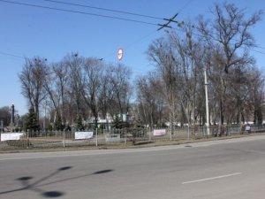 Корпусний парк у Полтаві прикрасили афоризмами Шевченка. Фотофакт