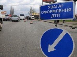 Фото: ДТП на Полтавщині: у Решетилівському районі легковик з'їхав у кювет та перекинувся, є постраждалі