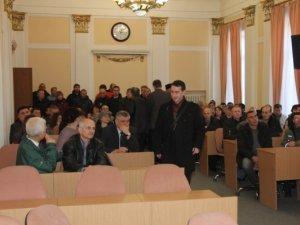 Фоторепортаж. У Полтаві на анонсовану сесію міськради не прийшли більшість депутатів