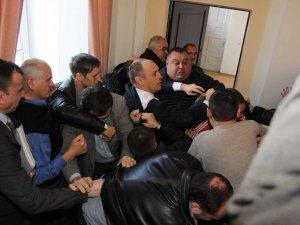 Фото: Міський голова написав заяву до міліції через події у сесійній залі Полтавської міськради