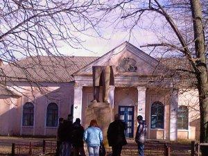 Фото: Народні новини. У Судіївці Полтавського району пошкодили пам'ятник Леніну