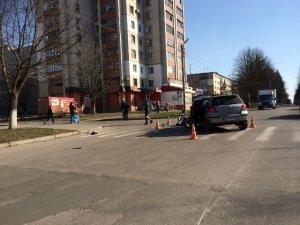 Фото: Народні новини. У Полтаві в ДТП зіткнулися автомобіль і мопед