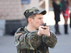 Фото: У Полтаві призовники та добровольці армії вчились і згадували, як поводитись зі зброєю